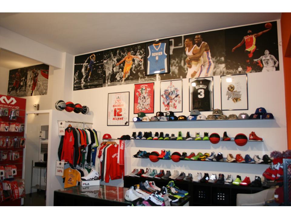 Abbigliamento basket tutte le offerte cascare a fagiolo for Basketball store milano
